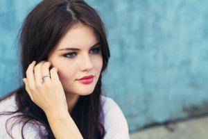 Teen blogger wearing dragonfly charm ring by /Danon from StyleICan
