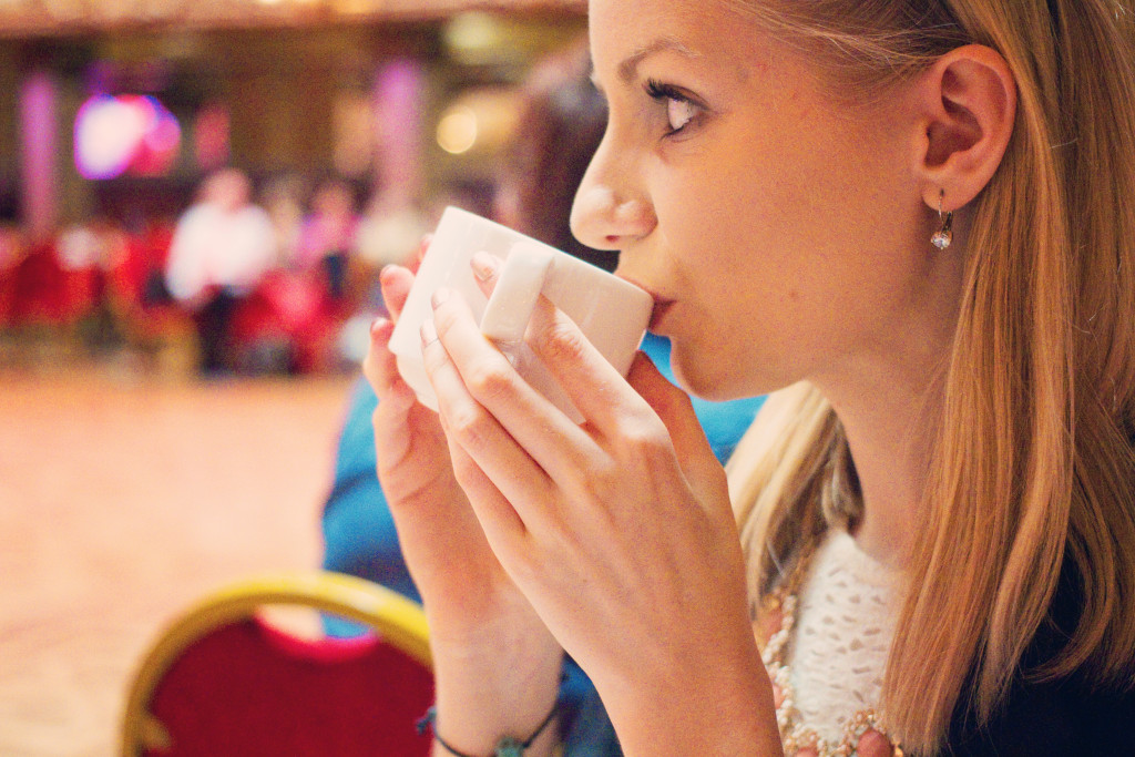 blogger-drinking-tea