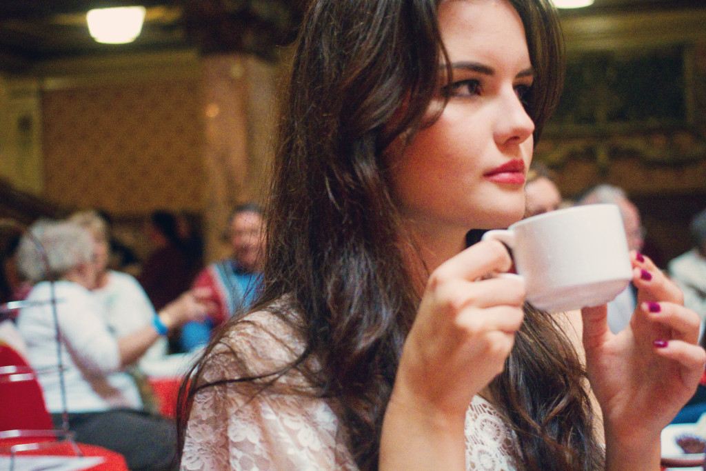 british-blogger-drinking-tea