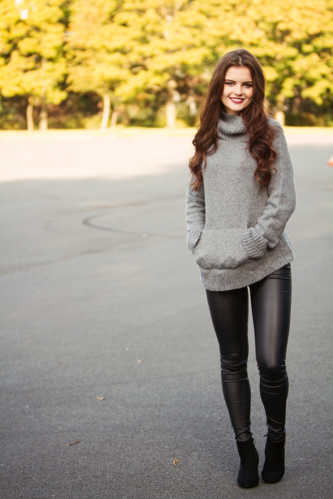 comfy-grey-sweater-outfit