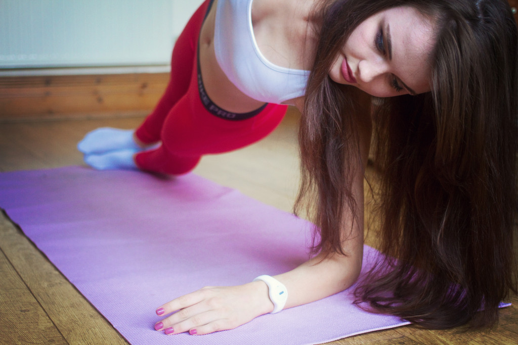teen-using-yoga-mat