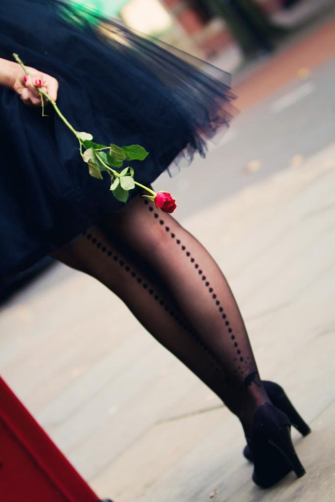 black-tutu-red-rose