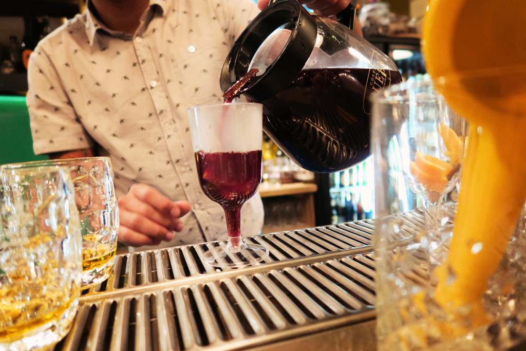 mulled-wine-at-cocktail-bar