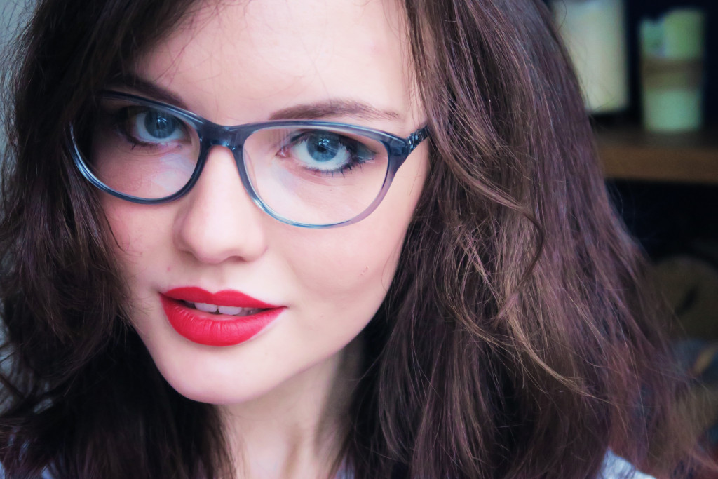 red-lipstick-with-glasses