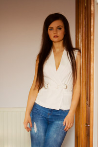 White wrapover shirt and ripped jeans outfit