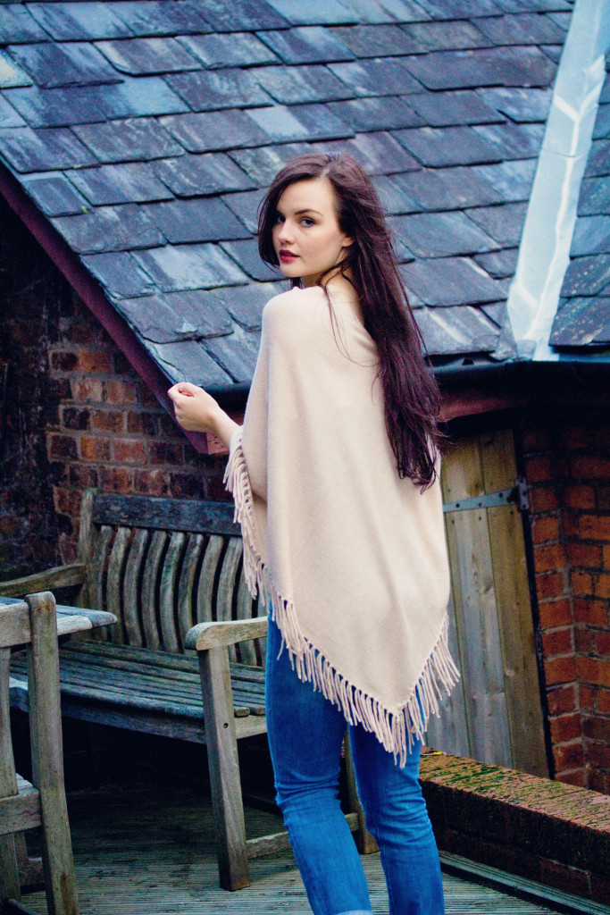 fringe-cape-blogger-outfit