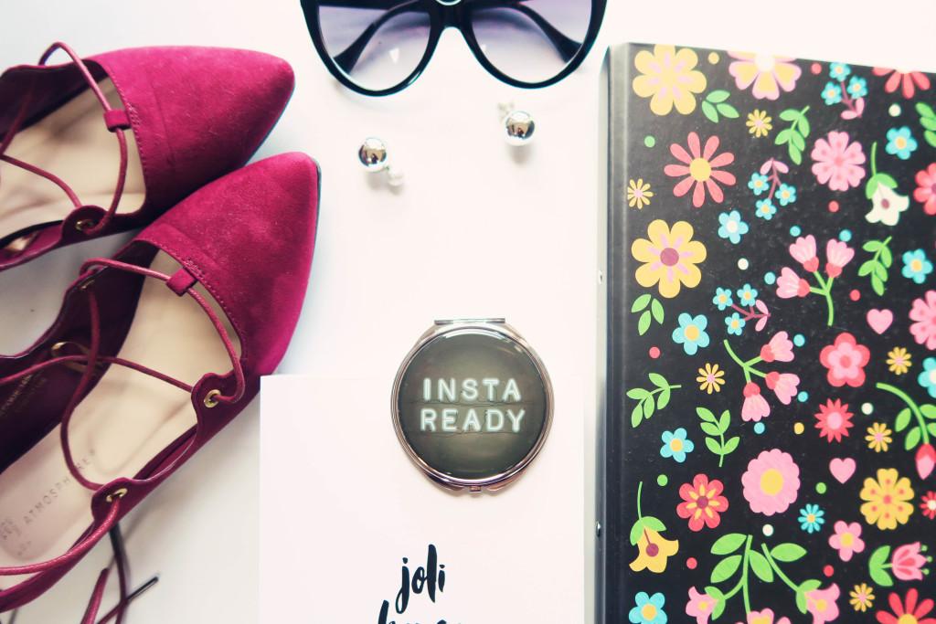 blogger-flatlay
