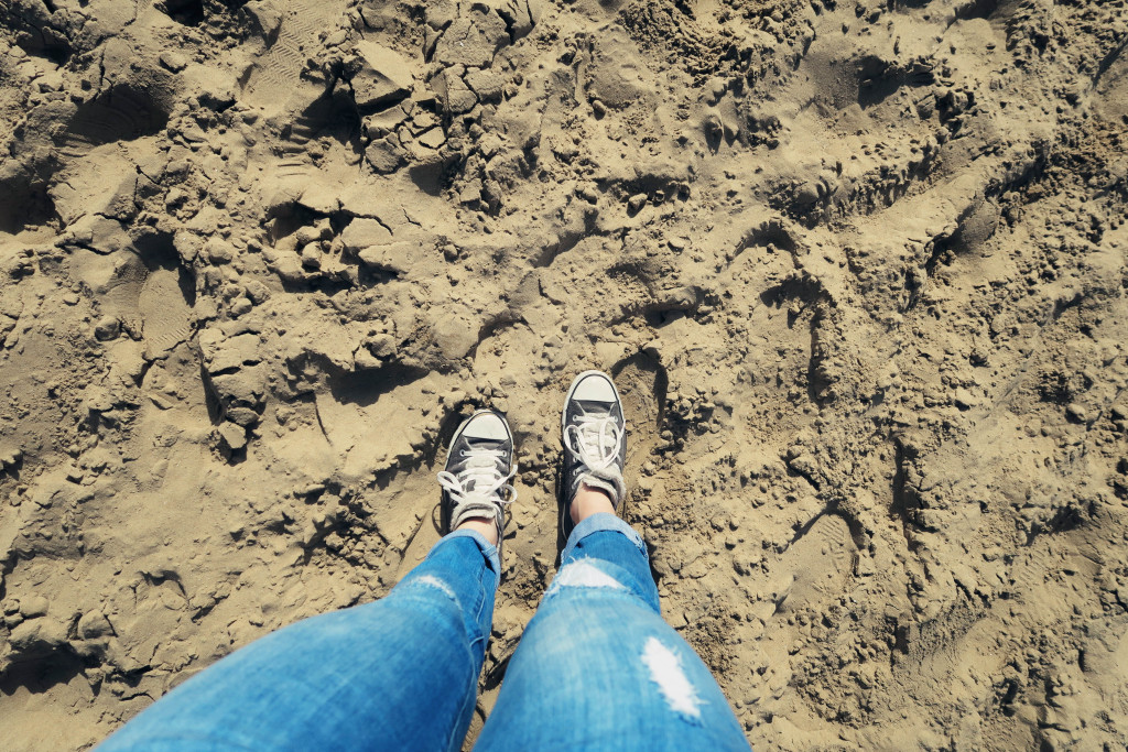 converse-on-sandy-beach