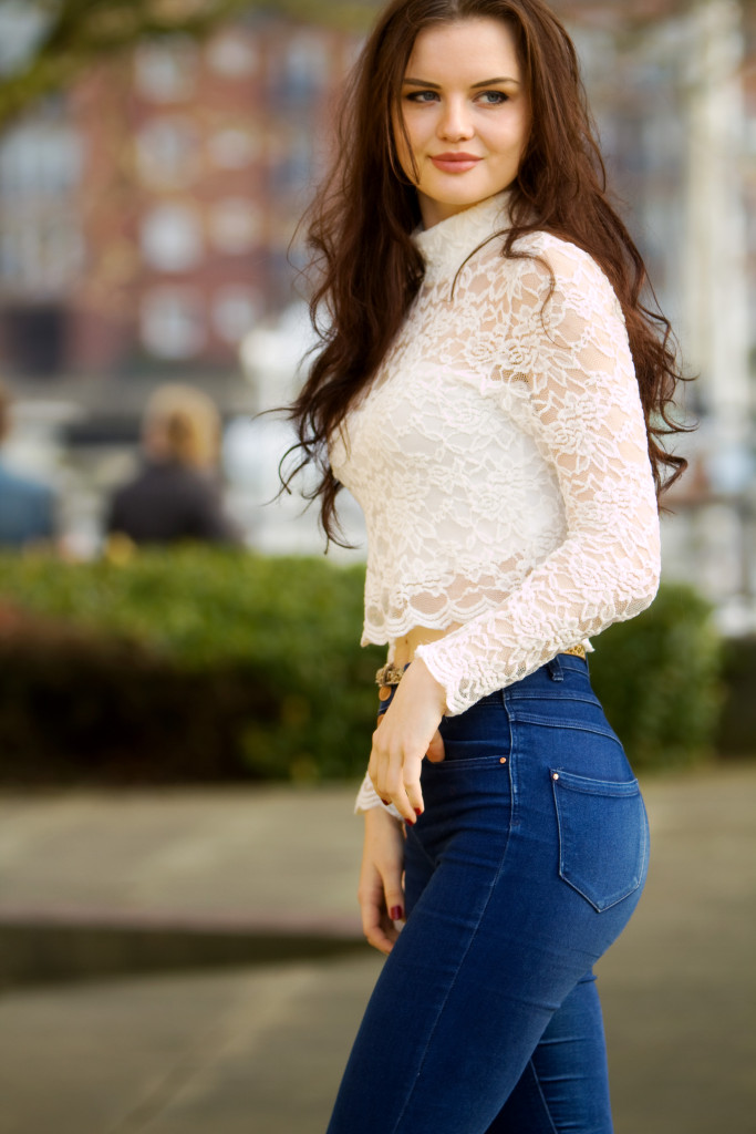 high-waist-jeans-cream-lace-top