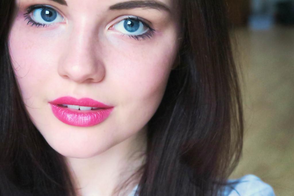 pink-bright-lipstick