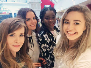 four girl bloggers