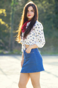Balloon print shirt and denim mini skirt