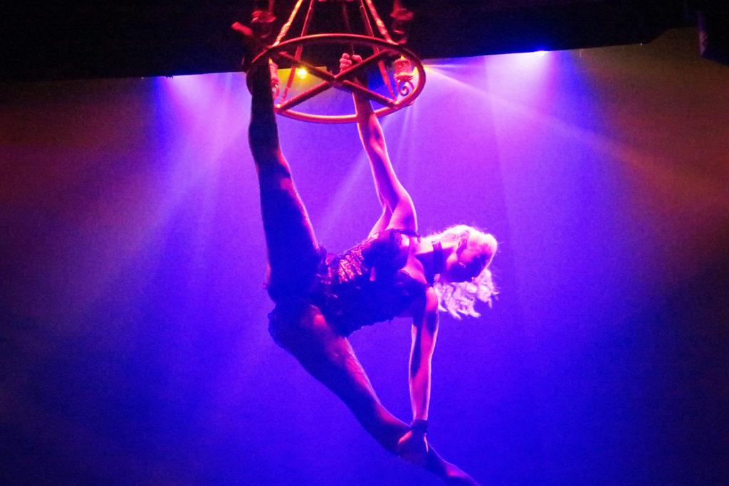 a-splits-acrobat