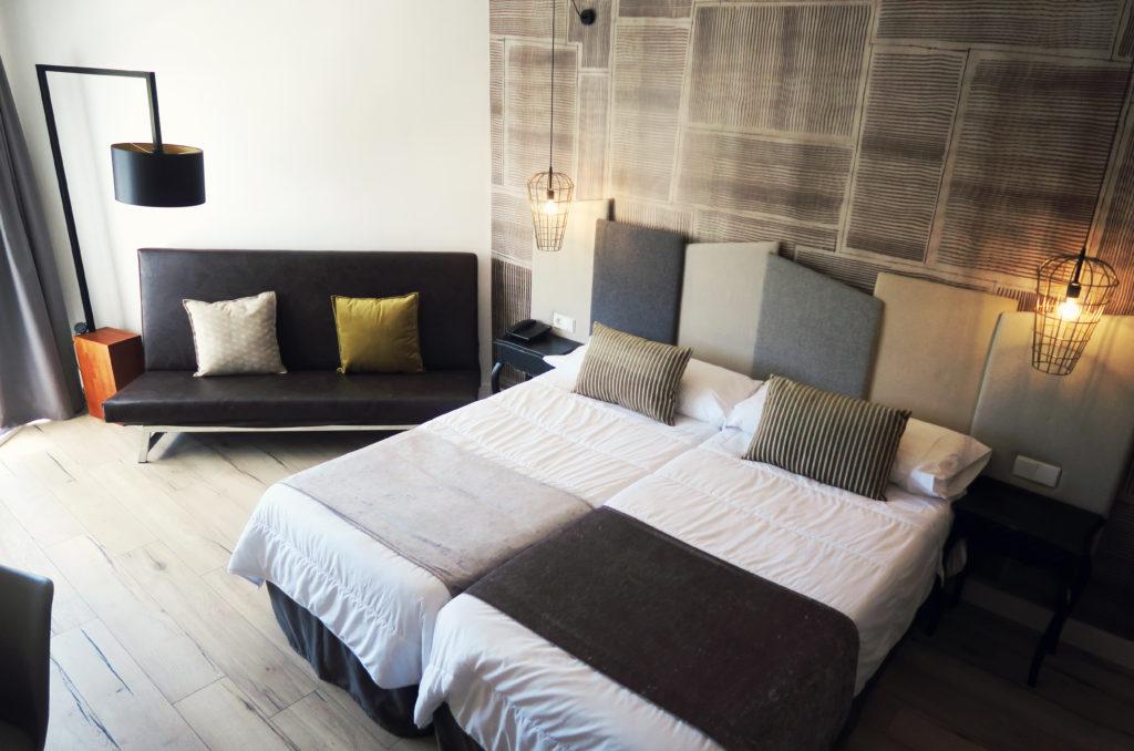 bedroom-at-fergus-hotel
