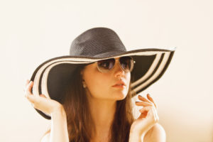 Black and white large brim sunhat