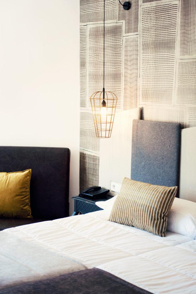 luxury-hotel-bedroom