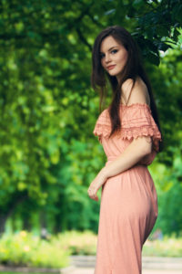 Teen blogger wearing pink maxi dress. Summer teen outfit