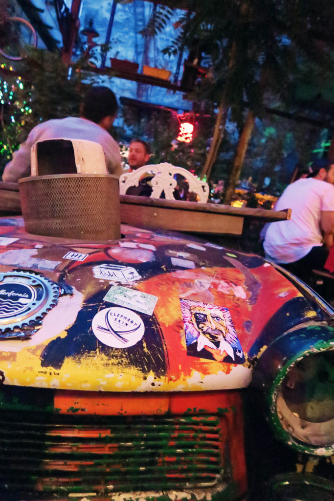 car-at-szimpla-kert