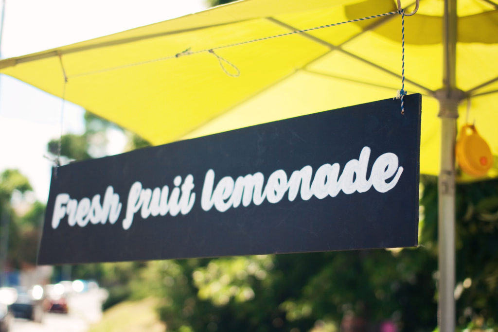 fresh-fruit-lemonade