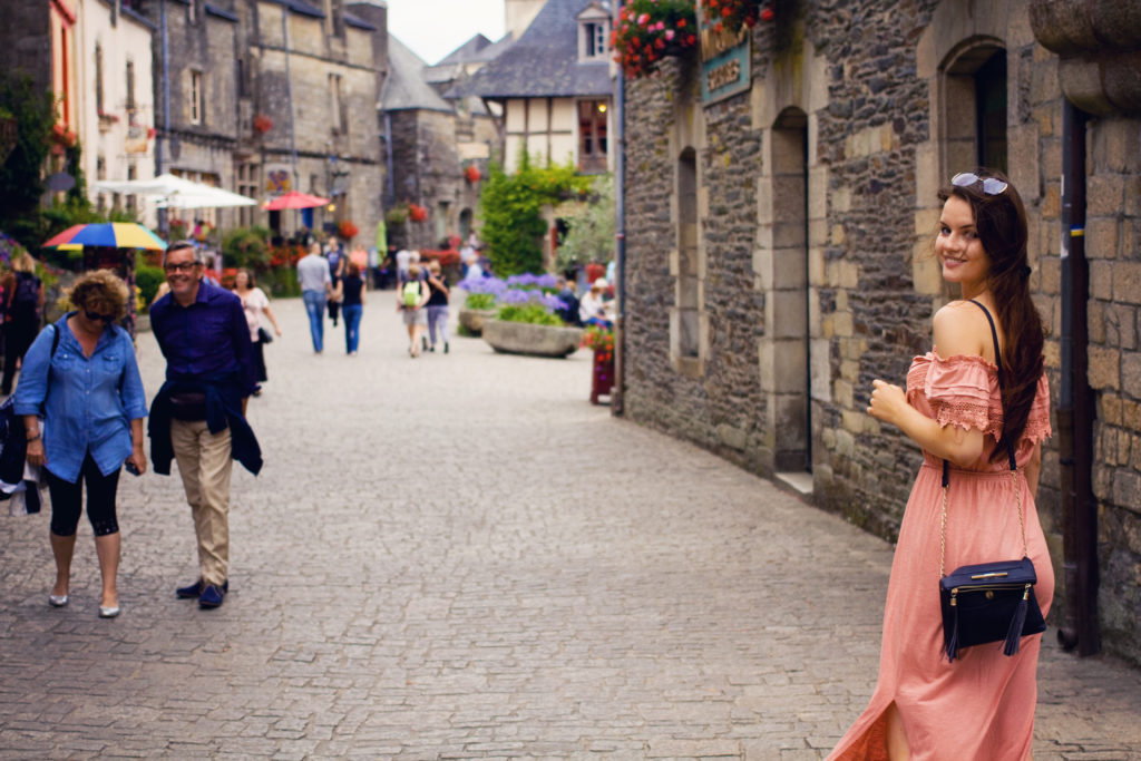 tourists-in-brittany-france