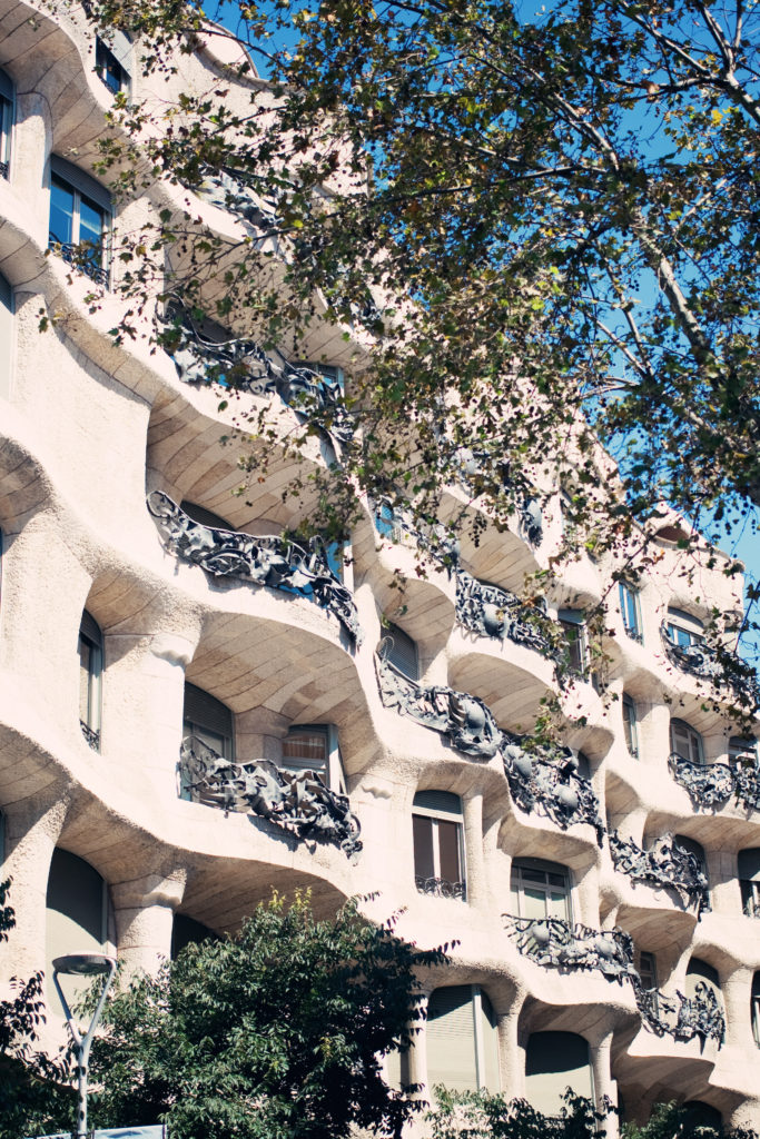 gaudi-free-walking-tour-barcelona