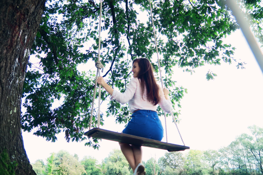 girl-on-swing
