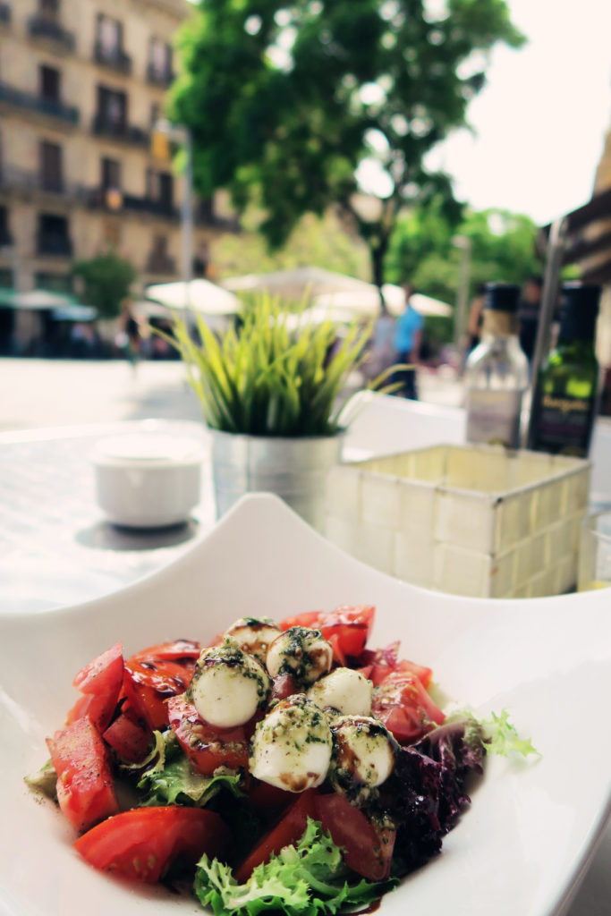 lunchtime-caprese-salad