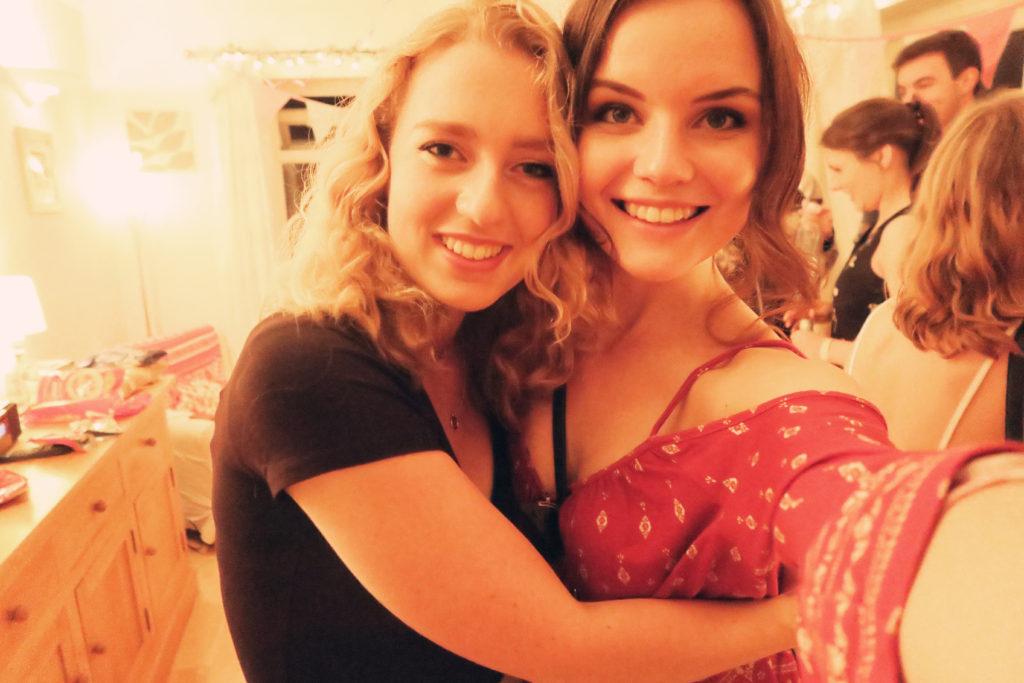 selfie-teen-girls