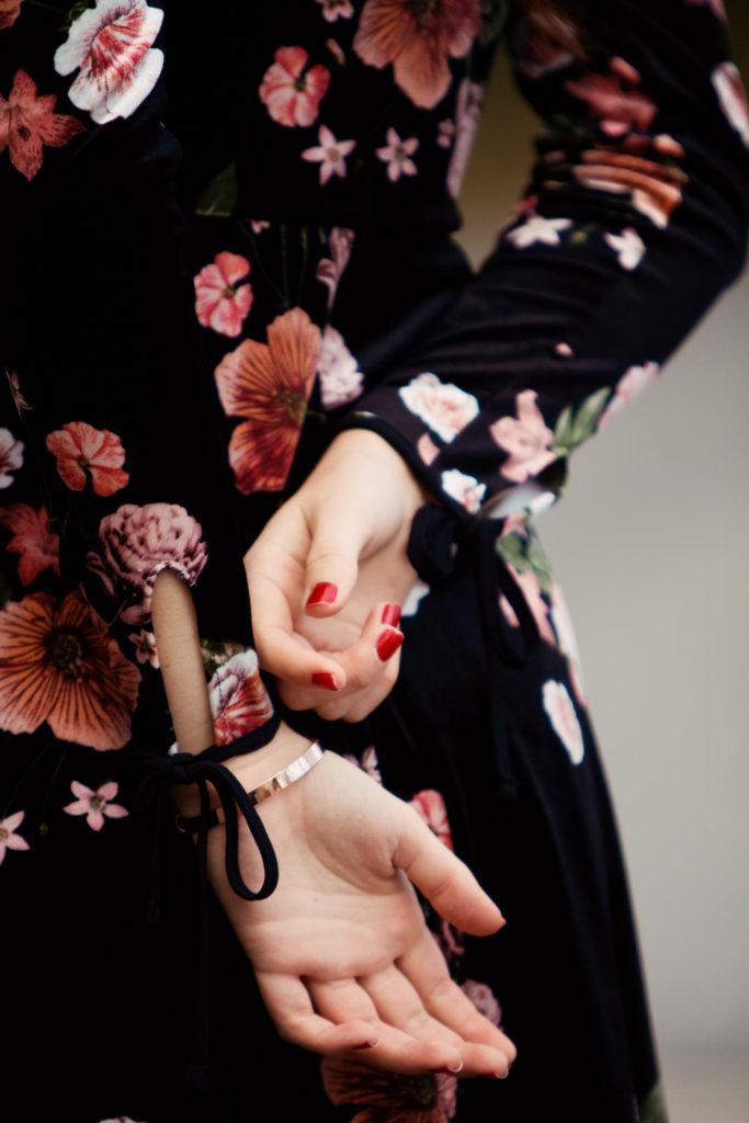 cute-bow-sleeve-details