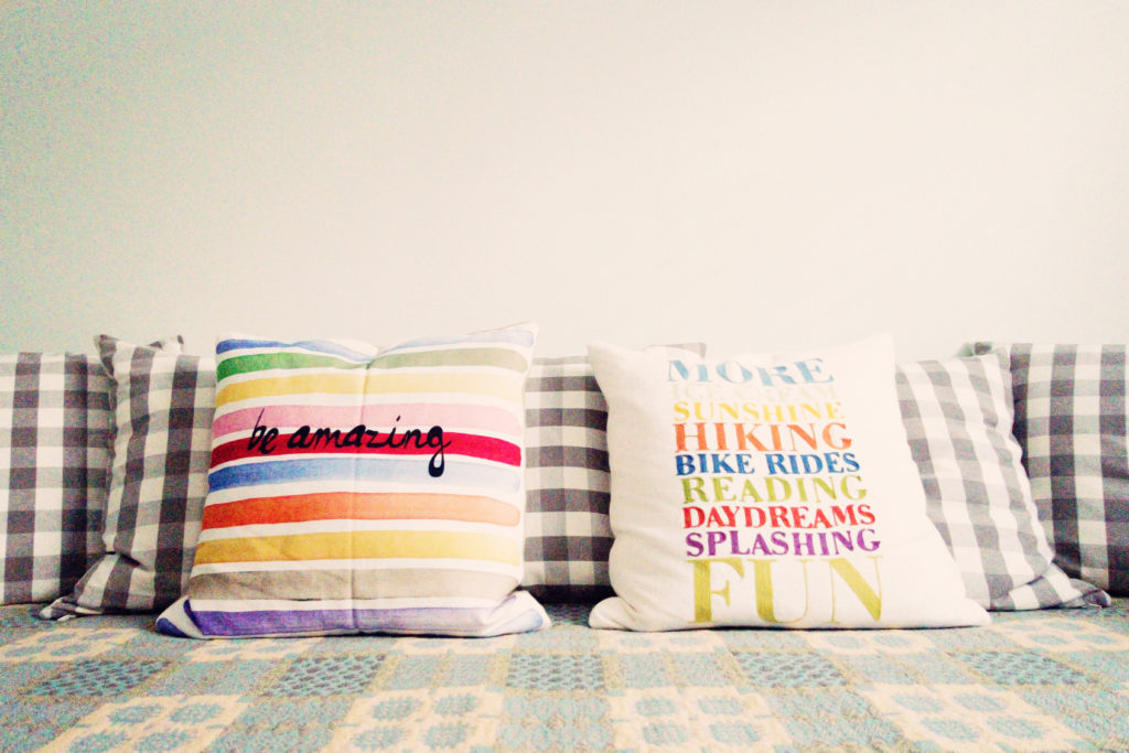 cute-bright-bedroom-cushions