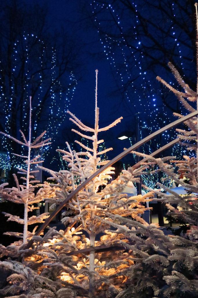 white-christmas-tree-hamburg