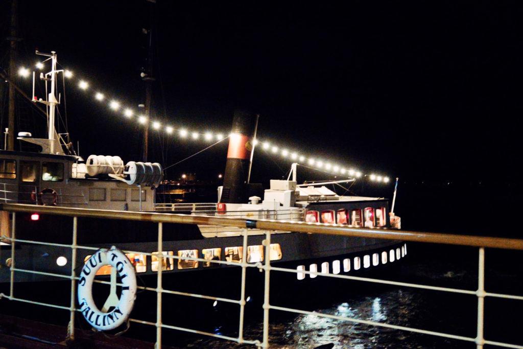 ships-at-night