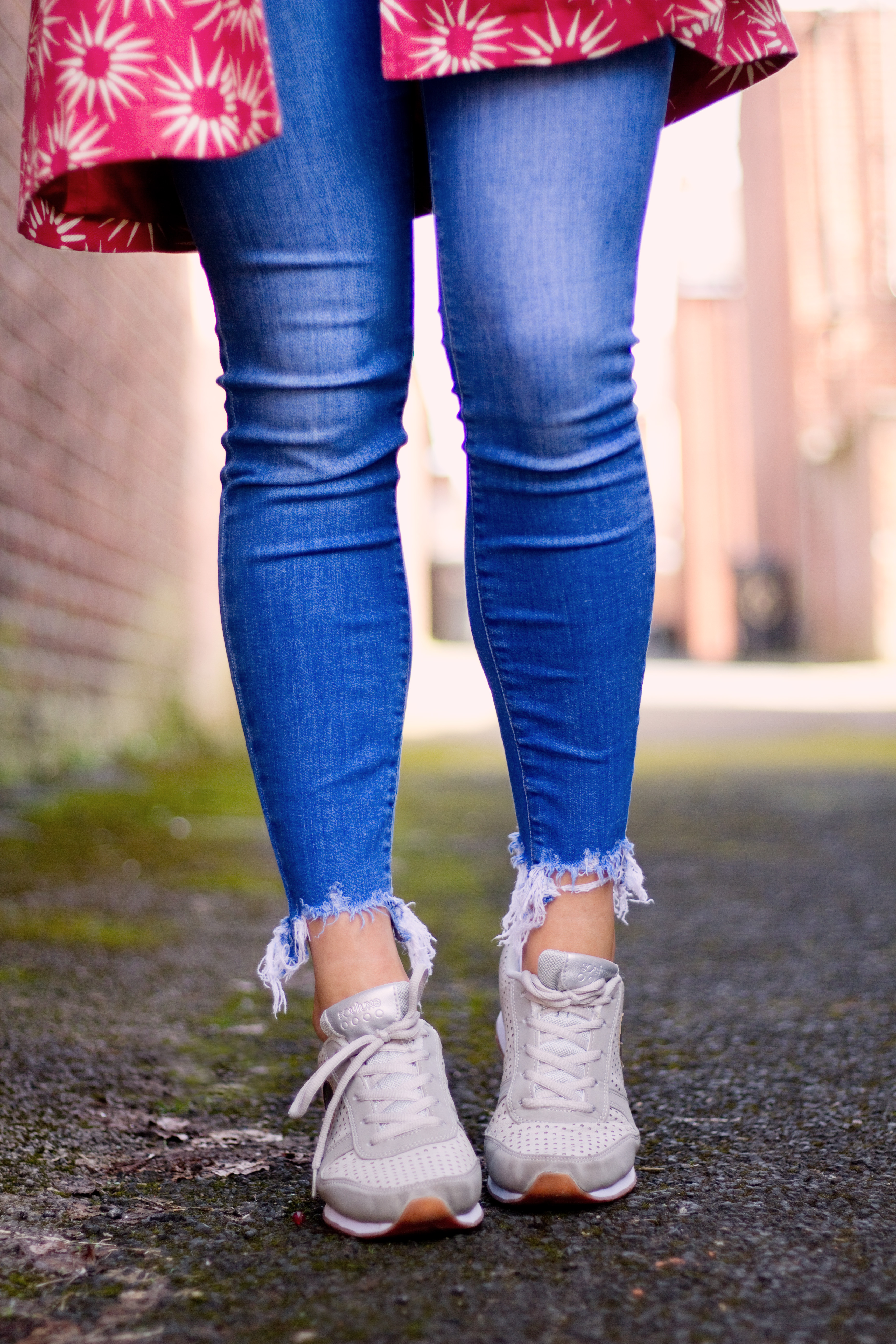 skinny-jeans-with-trainers-outfit
